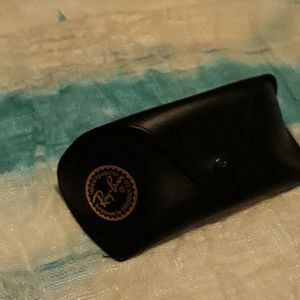 Ray-Ban glasses with the case